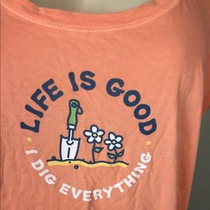 Women's Life is Good Graphic Shirt Sz M